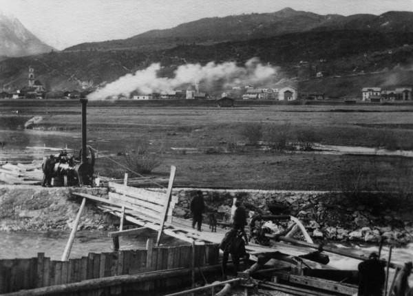 Bau der Wasserleitung der Kälberalm durch die Isar