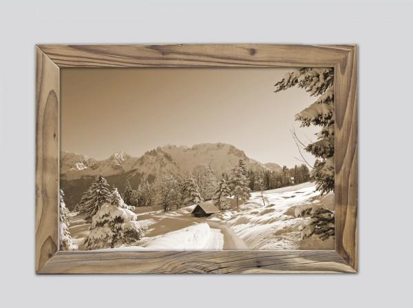 Blcik auf Karwendel im Winter im Altholzrahmen